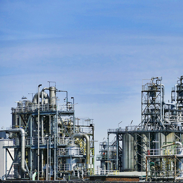 A petroleum refining facility. Image by SatyaPrem from https://pixabay.com/?utm_source=link-attribution&utm_medium=referral&utm_campaign=image&utm_content=3613526